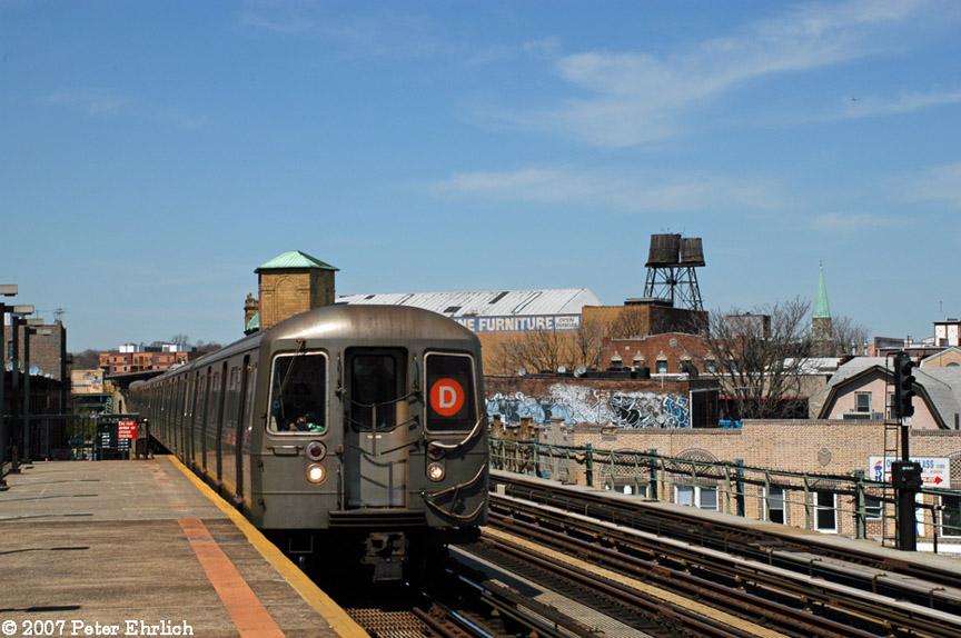 (185k, 864x574)<br><b>Country:</b> United States<br><b>City:</b> New York<br><b>System:</b> New York City Transit<br><b>Line:</b> BMT West End Line<br><b>Location:</b> 50th Street <br><b>Route:</b> D<br><b>Car:</b> R-68 (Westinghouse-Amrail, 1986-1988)  2646 <br><b>Photo by:</b> Peter Ehrlich<br><b>Date:</b> 4/20/2007<br><b>Viewed (this week/total):</b> 0 / 1577