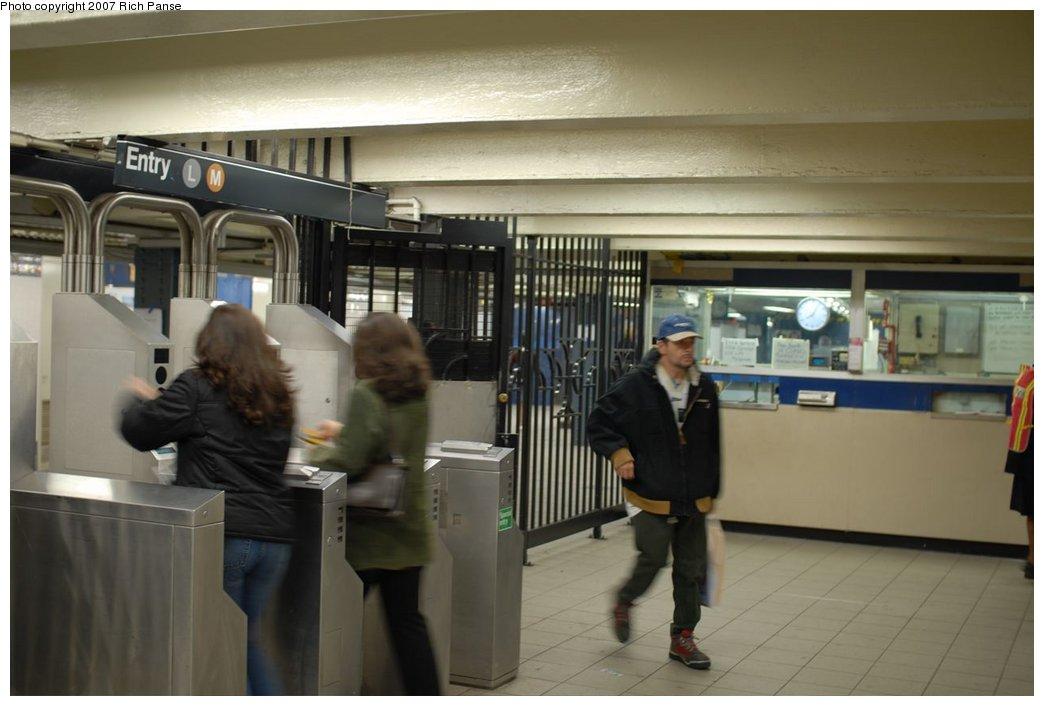 (141k, 1044x706)<br><b>Country:</b> United States<br><b>City:</b> New York<br><b>System:</b> New York City Transit<br><b>Line:</b> BMT Canarsie Line<br><b>Location:</b> Myrtle Avenue <br><b>Photo by:</b> Richard Panse<br><b>Date:</b> 4/20/2007<br><b>Viewed (this week/total):</b> 0 / 2433
