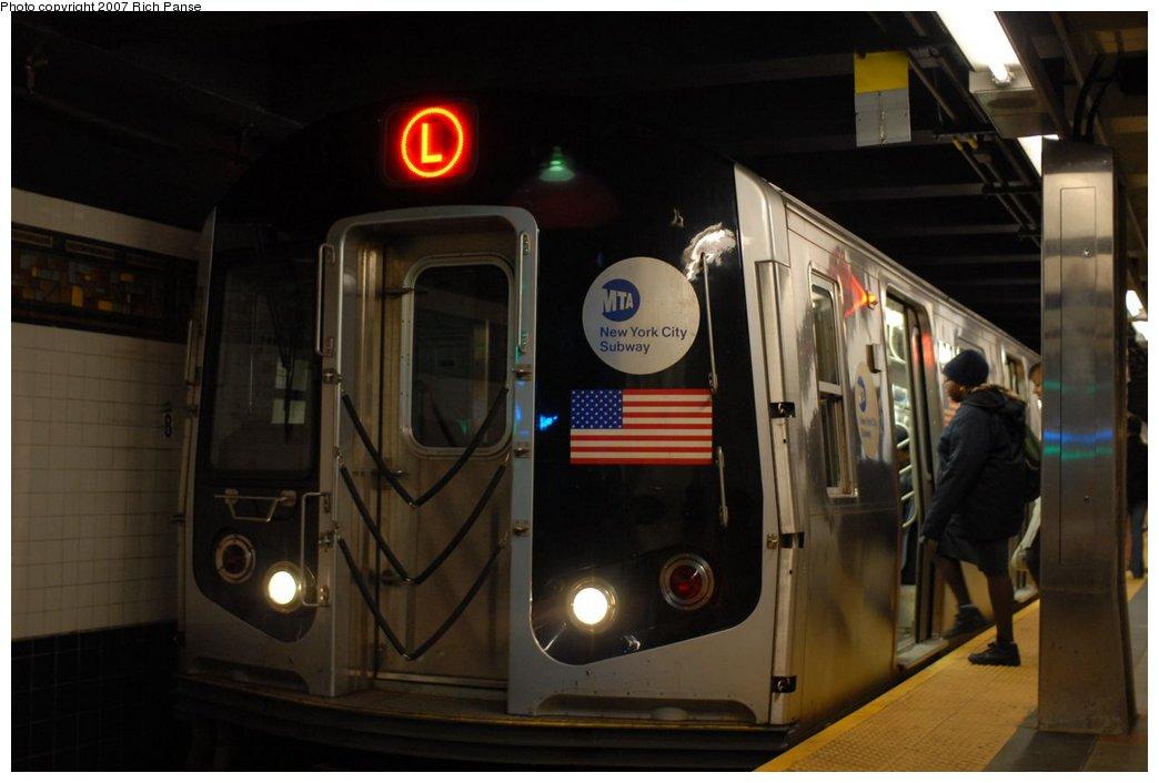 (131k, 1044x706)<br><b>Country:</b> United States<br><b>City:</b> New York<br><b>System:</b> New York City Transit<br><b>Line:</b> BMT Canarsie Line<br><b>Location:</b> Myrtle Avenue <br><b>Route:</b> L<br><b>Car:</b> R-143 (Kawasaki, 2001-2002)  <br><b>Photo by:</b> Richard Panse<br><b>Date:</b> 4/20/2007<br><b>Viewed (this week/total):</b> 1 / 2522