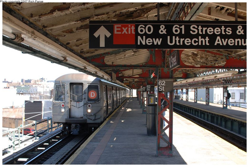 (174k, 1044x700)<br><b>Country:</b> United States<br><b>City:</b> New York<br><b>System:</b> New York City Transit<br><b>Line:</b> BMT West End Line<br><b>Location:</b> 62nd Street <br><b>Route:</b> D<br><b>Car:</b> R-68/R-68A Series (Number Unknown)  <br><b>Photo by:</b> Richard Panse<br><b>Date:</b> 4/20/2007<br><b>Viewed (this week/total):</b> 1 / 2016