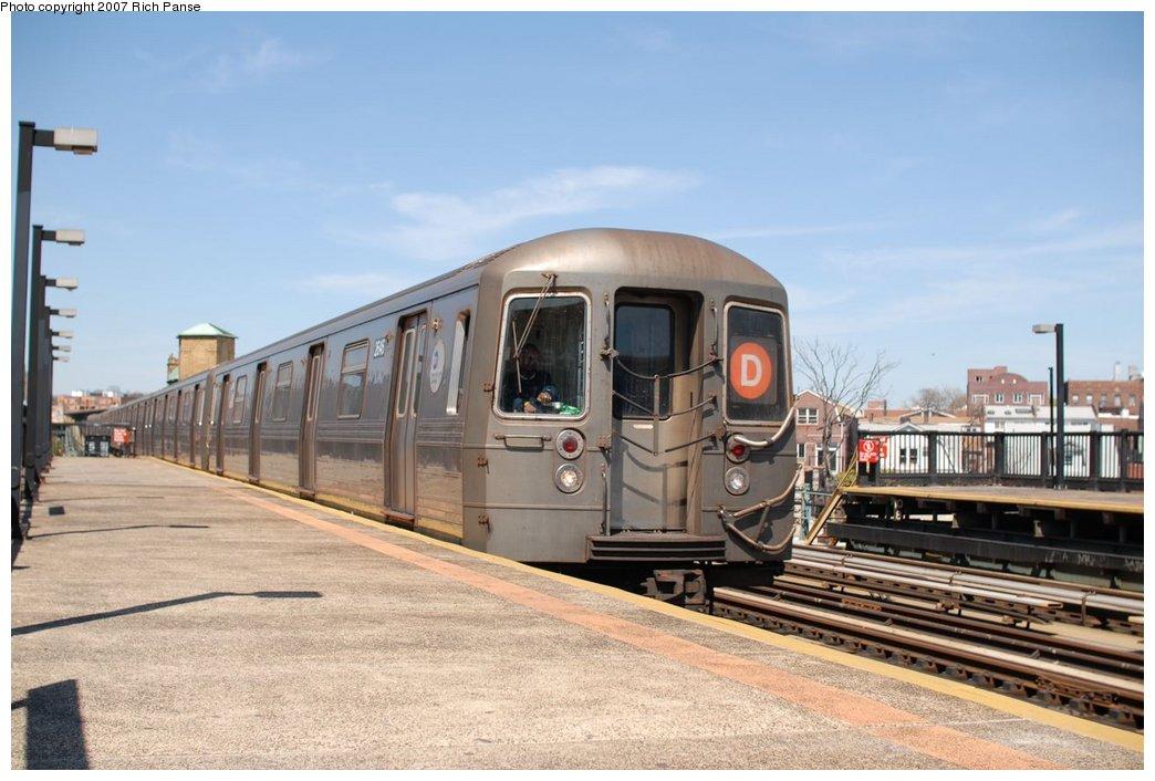 (168k, 1044x706)<br><b>Country:</b> United States<br><b>City:</b> New York<br><b>System:</b> New York City Transit<br><b>Line:</b> BMT West End Line<br><b>Location:</b> 50th Street <br><b>Route:</b> D<br><b>Car:</b> R-68 (Westinghouse-Amrail, 1986-1988)  2546 <br><b>Photo by:</b> Richard Panse<br><b>Date:</b> 4/20/2007<br><b>Viewed (this week/total):</b> 0 / 1692