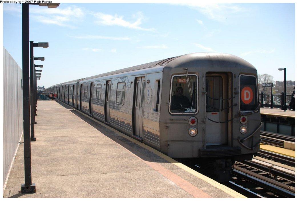 (155k, 1044x706)<br><b>Country:</b> United States<br><b>City:</b> New York<br><b>System:</b> New York City Transit<br><b>Line:</b> BMT West End Line<br><b>Location:</b> 50th Street <br><b>Route:</b> D<br><b>Car:</b> R-68 (Westinghouse-Amrail, 1986-1988)  2632 <br><b>Photo by:</b> Richard Panse<br><b>Date:</b> 4/20/2007<br><b>Viewed (this week/total):</b> 0 / 1619
