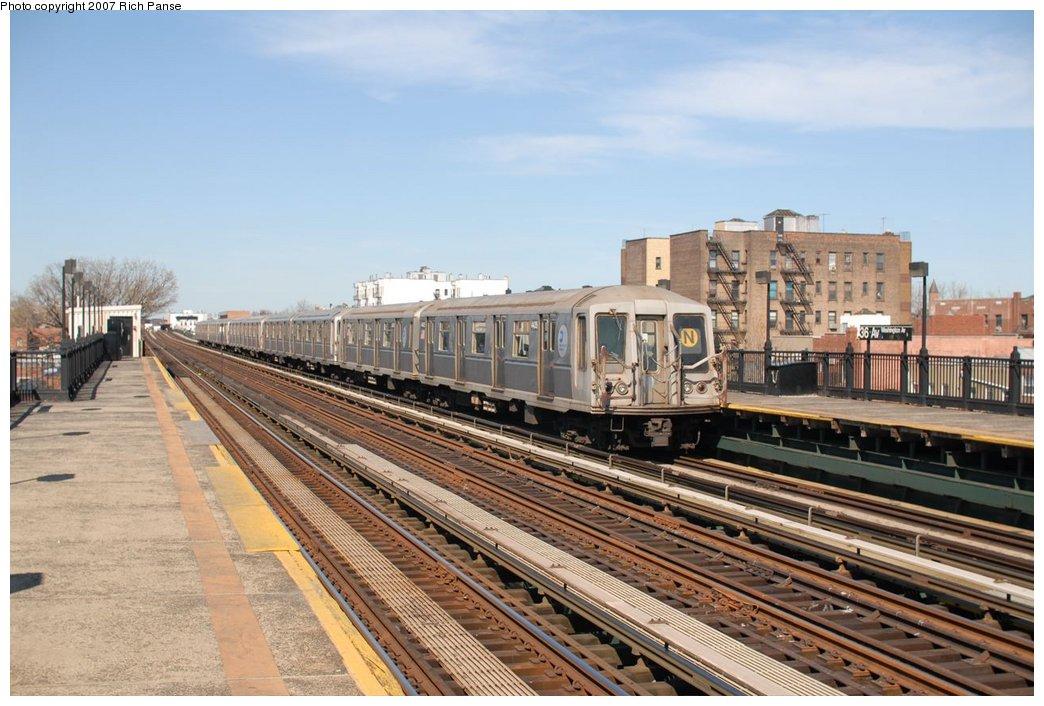(188k, 1044x706)<br><b>Country:</b> United States<br><b>City:</b> New York<br><b>System:</b> New York City Transit<br><b>Line:</b> BMT Astoria Line<br><b>Location:</b> 36th/Washington Aves. <br><b>Route:</b> N<br><b>Car:</b> R-40 (St. Louis, 1968)   <br><b>Photo by:</b> Richard Panse<br><b>Date:</b> 4/20/2007<br><b>Viewed (this week/total):</b> 0 / 2012