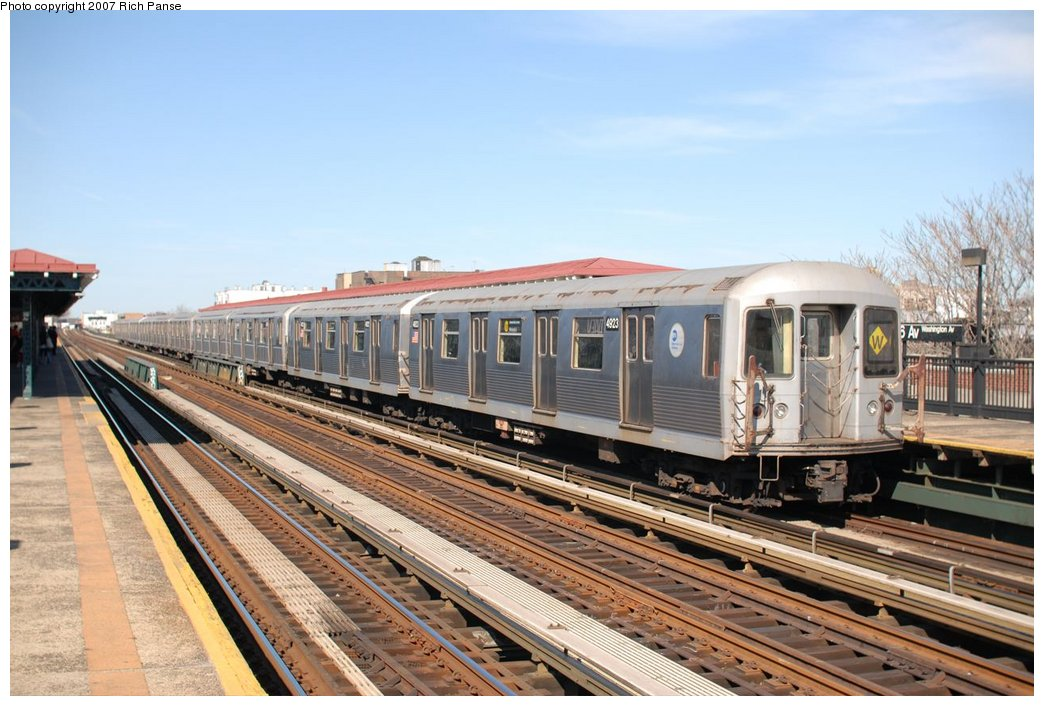 (188k, 1044x706)<br><b>Country:</b> United States<br><b>City:</b> New York<br><b>System:</b> New York City Transit<br><b>Line:</b> BMT Astoria Line<br><b>Location:</b> 36th/Washington Aves. <br><b>Route:</b> W<br><b>Car:</b> R-42 (St. Louis, 1969-1970)  4923 <br><b>Photo by:</b> Richard Panse<br><b>Date:</b> 4/20/2007<br><b>Viewed (this week/total):</b> 2 / 2600