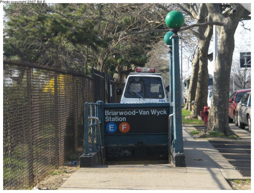 (143k, 820x622)<br><b>Country:</b> United States<br><b>City:</b> New York<br><b>System:</b> New York City Transit<br><b>Line:</b> IND Queens Boulevard Line<br><b>Location:</b> Briarwood/Van Wyck Boulevard <br><b>Photo by:</b> Bill E.<br><b>Date:</b> 4/23/2007<br><b>Viewed (this week/total):</b> 0 / 4208