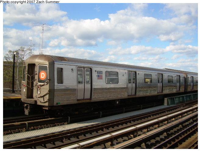 (118k, 660x500)<br><b>Country:</b> United States<br><b>City:</b> New York<br><b>System:</b> New York City Transit<br><b>Line:</b> BMT West End Line<br><b>Location:</b> 79th Street <br><b>Route:</b> D<br><b>Car:</b> R-68 (Westinghouse-Amrail, 1986-1988)  2536 <br><b>Photo by:</b> Zach Summer<br><b>Date:</b> 10/29/2006<br><b>Viewed (this week/total):</b> 0 / 2073
