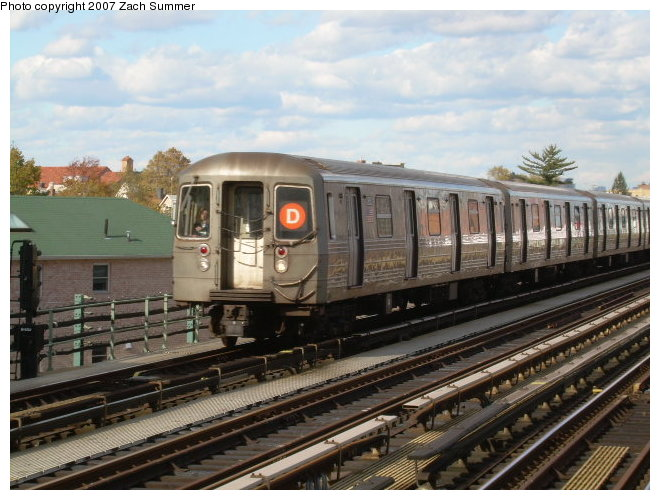 (122k, 660x500)<br><b>Country:</b> United States<br><b>City:</b> New York<br><b>System:</b> New York City Transit<br><b>Line:</b> BMT West End Line<br><b>Location:</b> 79th Street <br><b>Route:</b> D<br><b>Car:</b> R-68 (Westinghouse-Amrail, 1986-1988)   <br><b>Photo by:</b> Zach Summer<br><b>Date:</b> 10/29/2006<br><b>Viewed (this week/total):</b> 0 / 2111