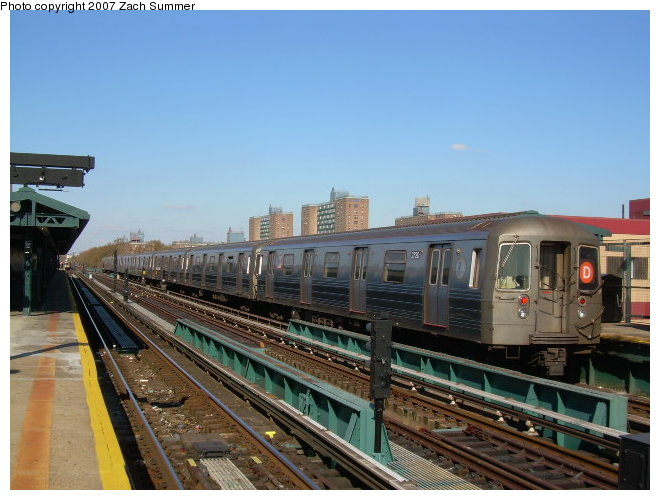 (113k, 660x500)<br><b>Country:</b> United States<br><b>City:</b> New York<br><b>System:</b> New York City Transit<br><b>Line:</b> BMT West End Line<br><b>Location:</b> Bay 50th Street <br><b>Route:</b> D<br><b>Car:</b> R-68 (Westinghouse-Amrail, 1986-1988)  2790 <br><b>Photo by:</b> Zach Summer<br><b>Date:</b> 11/4/2006<br><b>Viewed (this week/total):</b> 0 / 1779