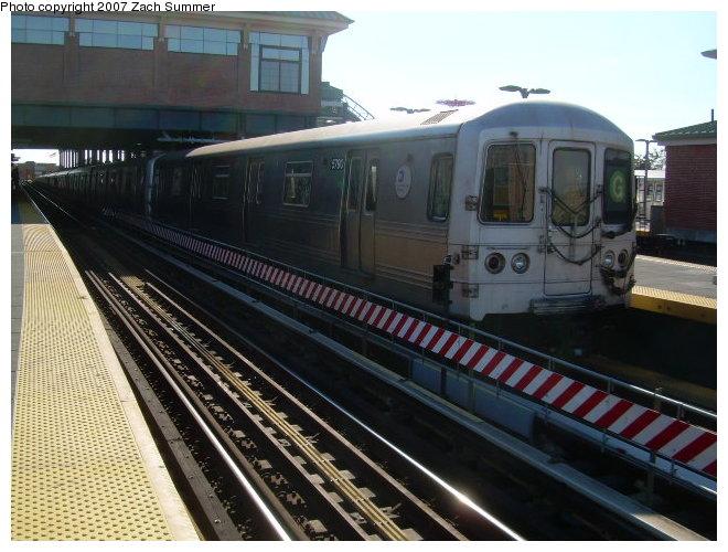 (121k, 660x500)<br><b>Country:</b> United States<br><b>City:</b> New York<br><b>System:</b> New York City Transit<br><b>Location:</b> Coney Island/Stillwell Avenue<br><b>Route:</b> G<br><b>Car:</b> R-46 (Pullman-Standard, 1974-75) 5796 <br><b>Photo by:</b> Zach Summer<br><b>Date:</b> 11/4/2006<br><b>Viewed (this week/total):</b> 0 / 1649