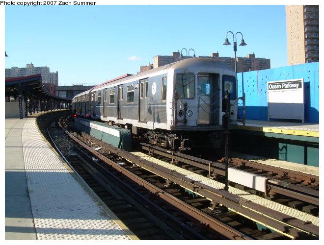 (125k, 660x500)<br><b>Country:</b> United States<br><b>City:</b> New York<br><b>System:</b> New York City Transit<br><b>Line:</b> BMT Brighton Line<br><b>Location:</b> Ocean Parkway <br><b>Route:</b> Q<br><b>Car:</b> R-40M (St. Louis, 1969)   <br><b>Photo by:</b> Zach Summer<br><b>Date:</b> 12/2/2006<br><b>Viewed (this week/total):</b> 2 / 2324