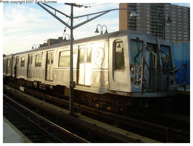 (113k, 660x500)<br><b>Country:</b> United States<br><b>City:</b> New York<br><b>System:</b> New York City Transit<br><b>Line:</b> BMT Brighton Line<br><b>Location:</b> Ocean Parkway <br><b>Route:</b> Q<br><b>Car:</b> R-40 (St. Louis, 1968)  4181 <br><b>Photo by:</b> Zach Summer<br><b>Date:</b> 12/3/2006<br><b>Viewed (this week/total):</b> 4 / 2402
