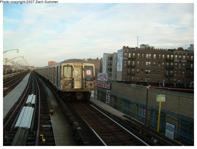 (108k, 660x500)<br><b>Country:</b> United States<br><b>City:</b> New York<br><b>System:</b> New York City Transit<br><b>Line:</b> BMT Brighton Line<br><b>Location:</b> Ocean Parkway <br><b>Route:</b> Q<br><b>Car:</b> R-40 (St. Louis, 1968)   <br><b>Photo by:</b> Zach Summer<br><b>Date:</b> 12/3/2006<br><b>Notes:</b> Incorrect orange Q.<br><b>Viewed (this week/total):</b> 2 / 2295