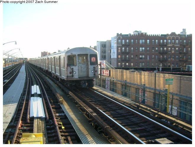 (120k, 660x500)<br><b>Country:</b> United States<br><b>City:</b> New York<br><b>System:</b> New York City Transit<br><b>Line:</b> BMT Brighton Line<br><b>Location:</b> Ocean Parkway <br><b>Route:</b> Q<br><b>Car:</b> R-40M (St. Louis, 1969)   <br><b>Photo by:</b> Zach Summer<br><b>Date:</b> 12/16/2006<br><b>Notes:</b> Incorrect orange Q.<br><b>Viewed (this week/total):</b> 0 / 2231