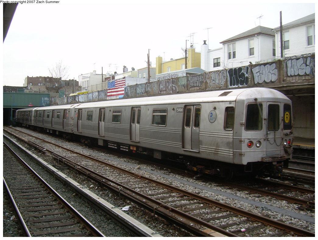 (228k, 1044x788)<br><b>Country:</b> United States<br><b>City:</b> New York<br><b>System:</b> New York City Transit<br><b>Line:</b> BMT Sea Beach Line<br><b>Location:</b> Avenue U <br><b>Route:</b> R<br><b>Car:</b> R-46 (Pullman-Standard, 1974-75) 5998 <br><b>Photo by:</b> Zach Summer<br><b>Date:</b> 1/11/2007<br><b>Viewed (this week/total):</b> 0 / 2717