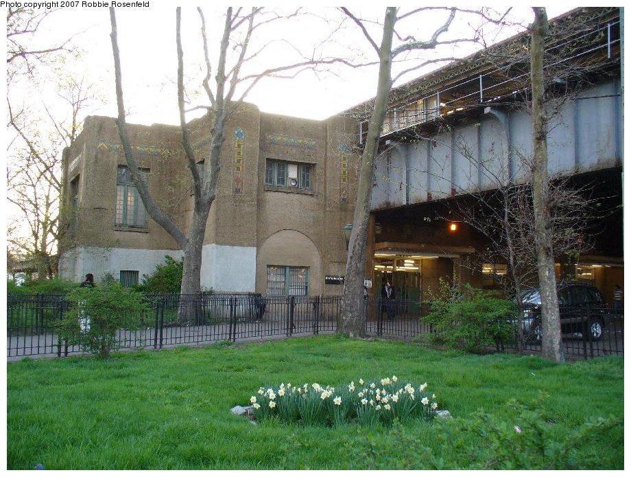 (206k, 920x695)<br><b>Country:</b> United States<br><b>City:</b> New York<br><b>System:</b> New York City Transit<br><b>Line:</b> IRT Pelham Line<br><b>Location:</b> East 177th Street/Parkchester <br><b>Photo by:</b> Robbie Rosenfeld<br><b>Date:</b> 4/30/2007<br><b>Notes:</b> Station viewed from street.<br><b>Viewed (this week/total):</b> 0 / 3553