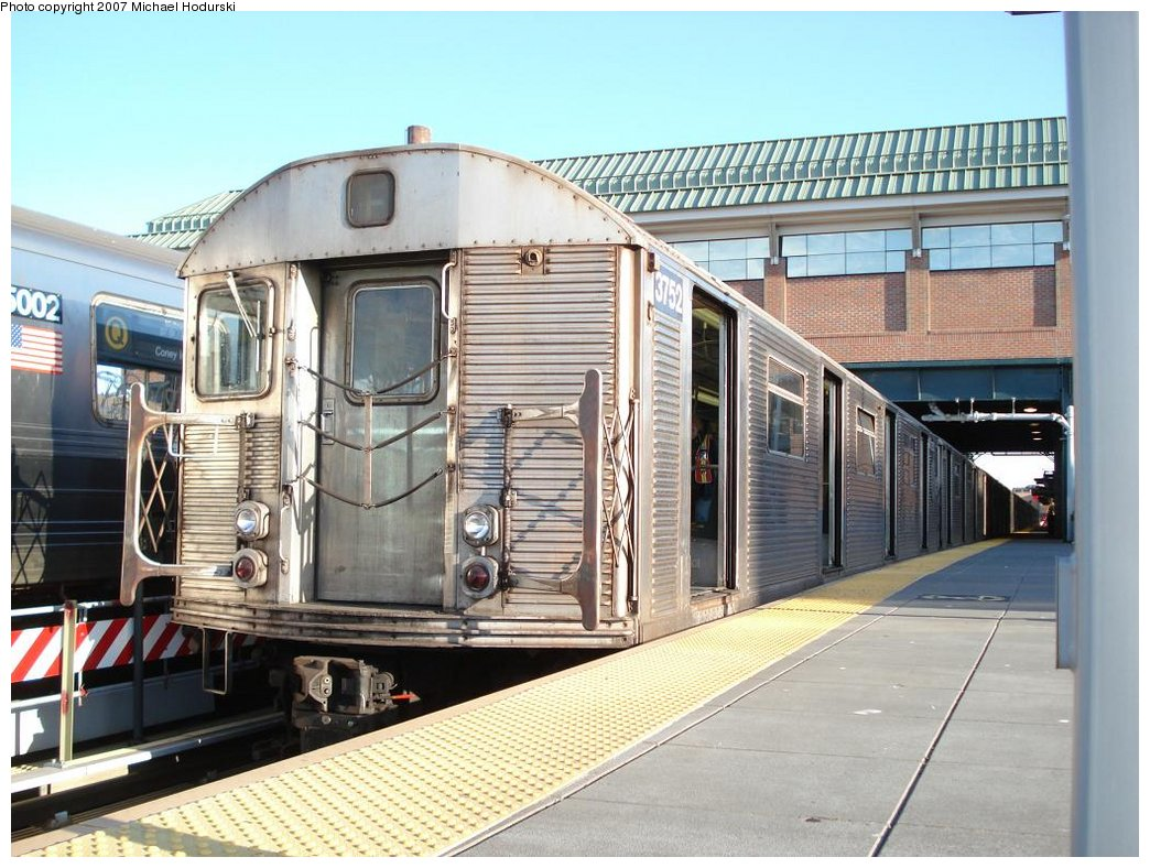 (198k, 1044x788)<br><b>Country:</b> United States<br><b>City:</b> New York<br><b>System:</b> New York City Transit<br><b>Location:</b> Coney Island/Stillwell Avenue<br><b>Route:</b> F<br><b>Car:</b> R-32 (Budd, 1964)  3752 <br><b>Photo by:</b> Michael Hodurski<br><b>Date:</b> 4/21/2007<br><b>Viewed (this week/total):</b> 0 / 2062