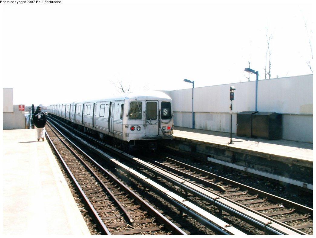 (191k, 1044x788)<br><b>Country:</b> United States<br><b>City:</b> New York<br><b>System:</b> New York City Transit<br><b>Line:</b> IND Rockaway<br><b>Location:</b> Broad Channel <br><b>Route:</b> A<br><b>Car:</b> R-44 (St. Louis, 1971-73) 5456 <br><b>Photo by:</b> Paul Ferbrache<br><b>Date:</b> 4/10/2007<br><b>Viewed (this week/total):</b> 0 / 1803
