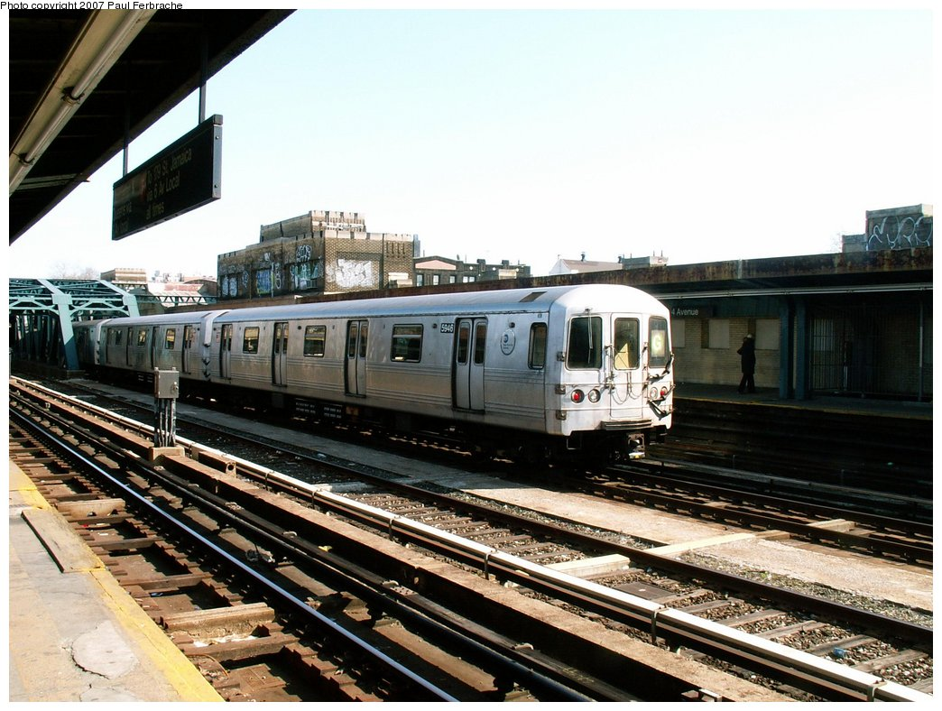 (243k, 1044x788)<br><b>Country:</b> United States<br><b>City:</b> New York<br><b>System:</b> New York City Transit<br><b>Line:</b> IND Crosstown Line<br><b>Location:</b> 4th Avenue <br><b>Route:</b> G<br><b>Car:</b> R-46 (Pullman-Standard, 1974-75) 5946 <br><b>Photo by:</b> Paul Ferbrache<br><b>Date:</b> 4/10/2007<br><b>Viewed (this week/total):</b> 2 / 2118