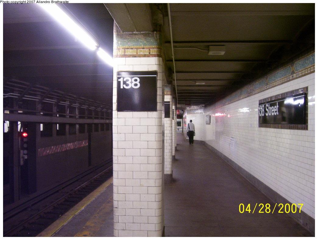 (149k, 1044x788)<br><b>Country:</b> United States<br><b>City:</b> New York<br><b>System:</b> New York City Transit<br><b>Line:</b> IRT Woodlawn Line<br><b>Location:</b> 138th Street (Mott Haven) <br><b>Photo by:</b> Aliandro Brathwaite<br><b>Date:</b> 4/28/2007<br><b>Notes:</b> Platform view.<br><b>Viewed (this week/total):</b> 1 / 3889