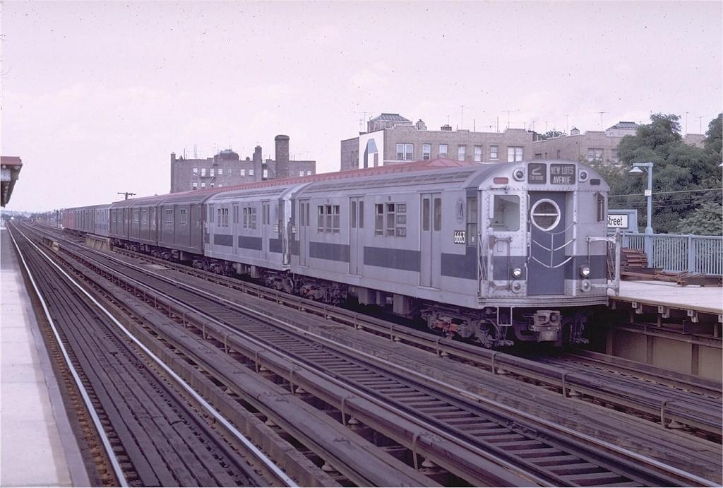 (202k, 1024x691)<br><b>Country:</b> United States<br><b>City:</b> New York<br><b>System:</b> New York City Transit<br><b>Line:</b> IRT White Plains Road Line<br><b>Location:</b> 238th Street (Nereid Avenue)<br><b>Route:</b> 2<br><b>Car:</b> R-17 (St. Louis, 1955-56) 6663 <br><b>Photo by:</b> Joe Testagrose<br><b>Date:</b> 7/12/1970<br><b>Viewed (this week/total):</b> 0 / 2383