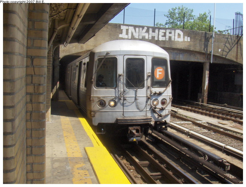 (119k, 820x622)<br><b>Country:</b> United States<br><b>City:</b> New York<br><b>System:</b> New York City Transit<br><b>Line:</b> IND Crosstown Line<br><b>Location:</b> 4th Avenue <br><b>Route:</b> F<br><b>Car:</b> R-46 (Pullman-Standard, 1974-75)  <br><b>Photo by:</b> Bill E.<br><b>Date:</b> 5/13/2007<br><b>Viewed (this week/total):</b> 2 / 2107