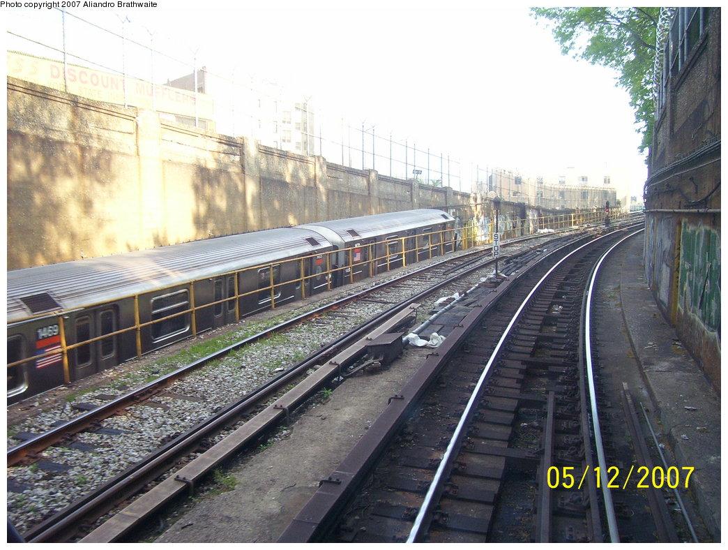 (219k, 1044x788)<br><b>Country:</b> United States<br><b>City:</b> New York<br><b>System:</b> New York City Transit<br><b>Line:</b> IRT Brooklyn Line<br><b>Location:</b> Utica Portal-New Lots Line <br><b>Route:</b> 3<br><b>Car:</b> R-62 (Kawasaki, 1983-1985)  1469 <br><b>Photo by:</b> Aliandro Brathwaite<br><b>Date:</b> 5/12/2007<br><b>Viewed (this week/total):</b> 8 / 2818