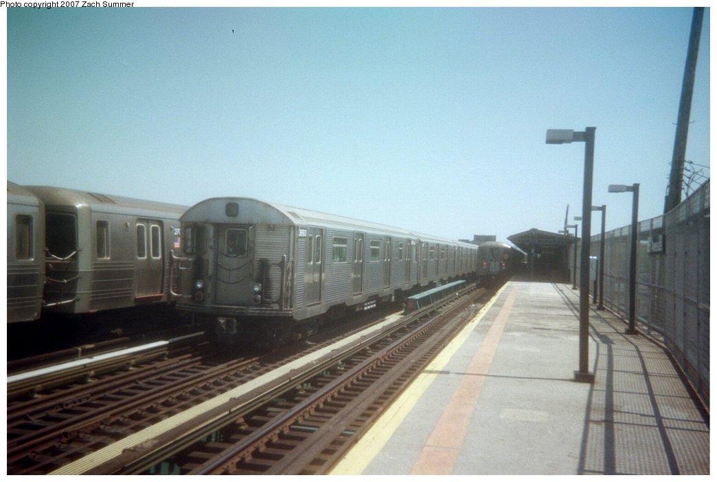 (111k, 1044x703)<br><b>Country:</b> United States<br><b>City:</b> New York<br><b>System:</b> New York City Transit<br><b>Line:</b> BMT West End Line<br><b>Location:</b> 25th Avenue <br><b>Route:</b> N<br><b>Car:</b> R-32 (Budd, 1964)   <br><b>Photo by:</b> Zach Summer<br><b>Date:</b> 3/2006<br><b>Notes:</b> G.O. reroute of N train.<br><b>Viewed (this week/total):</b> 0 / 1961