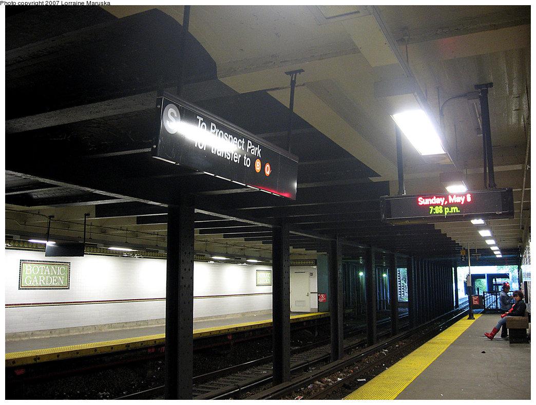 (230k, 1044x788)<br><b>Country:</b> United States<br><b>City:</b> New York<br><b>System:</b> New York City Transit<br><b>Line:</b> BMT Franklin<br><b>Location:</b> Botanic Garden <br><b>Photo by:</b> Lorraine Maruska<br><b>Date:</b> 5/6/2007<br><b>Viewed (this week/total):</b> 2 / 4195