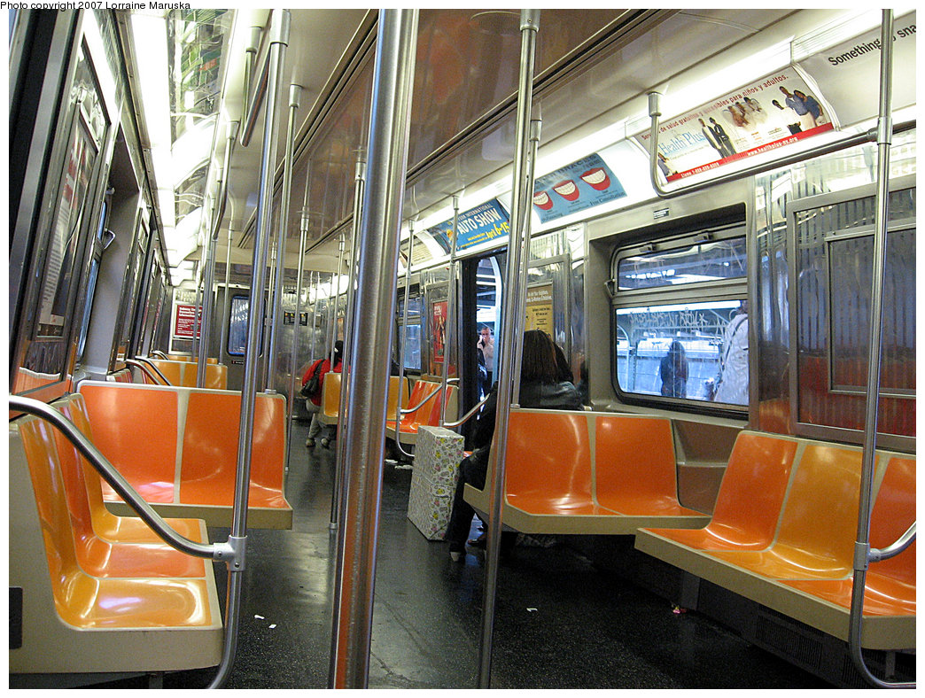 (323k, 1044x788)<br><b>Country:</b> United States<br><b>City:</b> New York<br><b>System:</b> New York City Transit<br><b>Route:</b> Franklin Shuttle<br><b>Car:</b> R-68 (Westinghouse-Amrail, 1986-1988)  2916 <br><b>Photo by:</b> Lorraine Maruska<br><b>Date:</b> 5/6/2007<br><b>Viewed (this week/total):</b> 0 / 2050