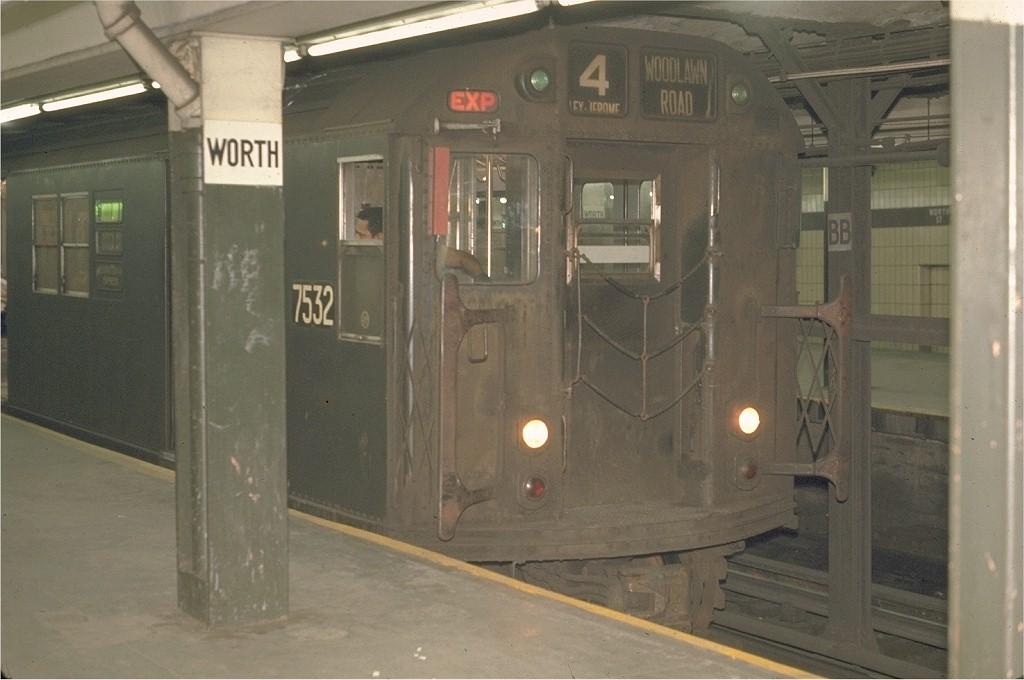 (150k, 1024x680)<br><b>Country:</b> United States<br><b>City:</b> New York<br><b>System:</b> New York City Transit<br><b>Line:</b> IRT East Side Line<br><b>Location:</b> Brooklyn Bridge/City Hall <br><b>Route:</b> 4<br><b>Car:</b> R-22 (St. Louis, 1957-58) 7532 <br><b>Photo by:</b> Joe Testagrose<br><b>Date:</b> 5/21/1970<br><b>Viewed (this week/total):</b> 5 / 2270