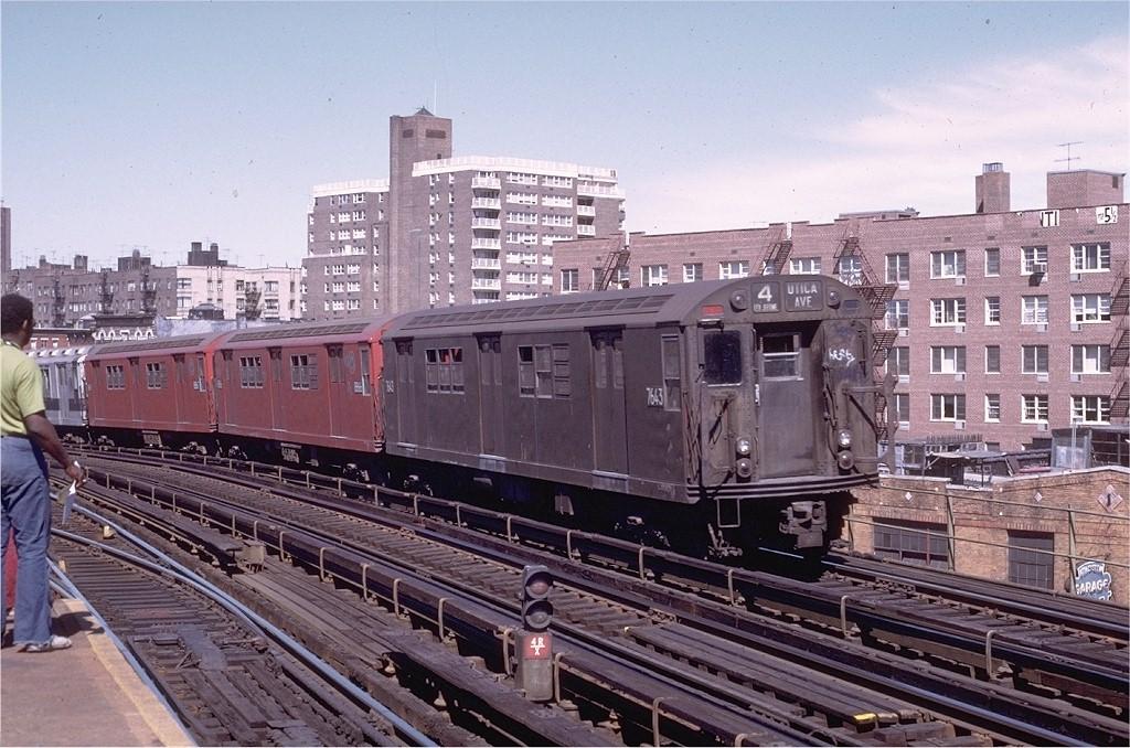 (232k, 1024x678)<br><b>Country:</b> United States<br><b>City:</b> New York<br><b>System:</b> New York City Transit<br><b>Line:</b> IRT Woodlawn Line<br><b>Location:</b> Bedford Park Boulevard <br><b>Route:</b> 4<br><b>Car:</b> R-22 (St. Louis, 1957-58) 7643 <br><b>Photo by:</b> Joe Testagrose<br><b>Date:</b> 8/5/1972<br><b>Viewed (this week/total):</b> 1 / 2088