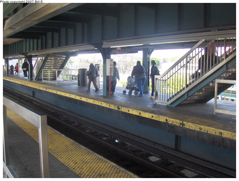 (117k, 820x622)<br><b>Country:</b> United States<br><b>City:</b> New York<br><b>System:</b> New York City Transit<br><b>Line:</b> BMT Nassau Street/Jamaica Line<br><b>Location:</b> Broadway/East New York (Broadway Junction) <br><b>Photo by:</b> Bill E.<br><b>Date:</b> 5/13/2007<br><b>Viewed (this week/total):</b> 3 / 1962