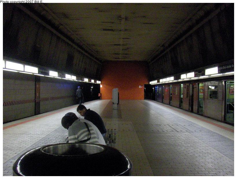 (115k, 820x622)<br><b>Country:</b> United States<br><b>City:</b> New York<br><b>System:</b> New York City Transit<br><b>Line:</b> IND Queens Boulevard Line<br><b>Location:</b> Sutphin Blvd.-Archer Ave./JFK <br><b>Photo by:</b> Bill E.<br><b>Date:</b> 5/13/2007<br><b>Notes:</b> Queens Blvd. line (upper) level platform.<br><b>Viewed (this week/total):</b> 0 / 2663