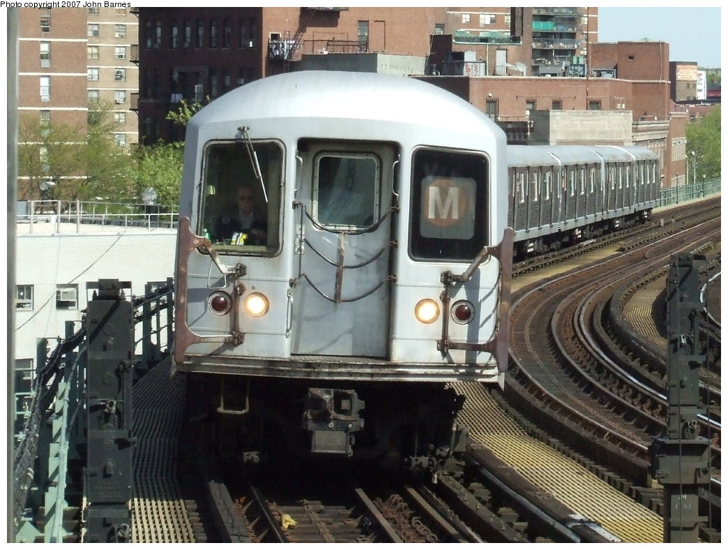 (212k, 1044x788)<br><b>Country:</b> United States<br><b>City:</b> New York<br><b>System:</b> New York City Transit<br><b>Line:</b> BMT Nassau Street/Jamaica Line<br><b>Location:</b> Hewes Street <br><b>Route:</b> M<br><b>Car:</b> R-42 (St. Louis, 1969-1970)  4562 <br><b>Photo by:</b> John Barnes<br><b>Date:</b> 5/7/2007<br><b>Viewed (this week/total):</b> 0 / 2181