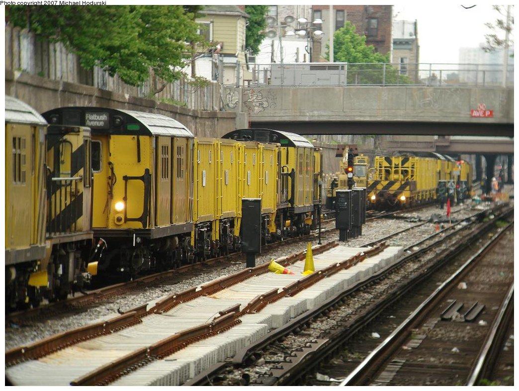 (219k, 1044x788)<br><b>Country:</b> United States<br><b>City:</b> New York<br><b>System:</b> New York City Transit<br><b>Line:</b> BMT Sea Beach Line<br><b>Location:</b> Bay Parkway (22nd Avenue) <br><b>Route:</b> Work Service<br><b>Car:</b> R-161 Rider Car (ex-R-33)  RD413/RD434 <br><b>Photo by:</b> Michael Hodurski<br><b>Date:</b> 5/12/2007<br><b>Viewed (this week/total):</b> 1 / 2071