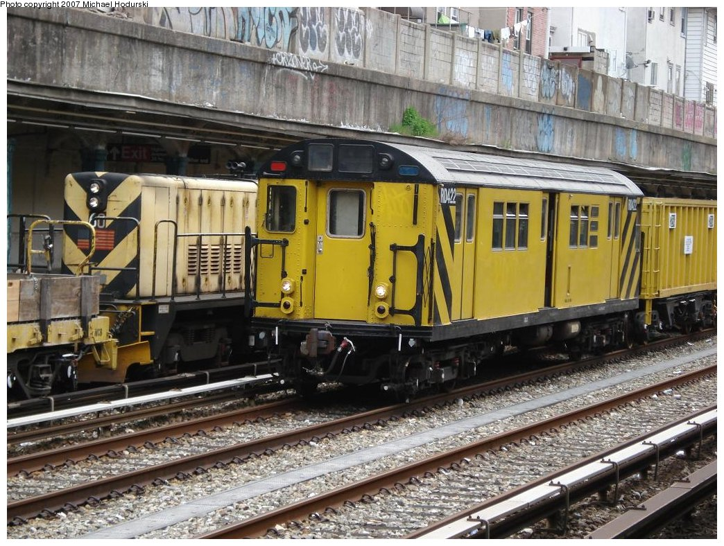(245k, 1044x788)<br><b>Country:</b> United States<br><b>City:</b> New York<br><b>System:</b> New York City Transit<br><b>Line:</b> BMT Sea Beach Line<br><b>Location:</b> Kings Highway <br><b>Route:</b> Work Service<br><b>Car:</b> R-161 Rider Car (ex-R-33)  RD422 (ex-8862)<br><b>Photo by:</b> Michael Hodurski<br><b>Date:</b> 5/12/2007<br><b>Viewed (this week/total):</b> 2 / 1877