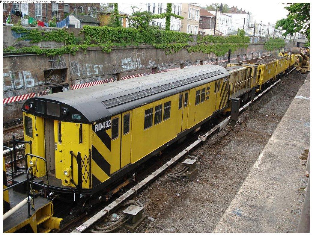 (308k, 1044x788)<br><b>Country:</b> United States<br><b>City:</b> New York<br><b>System:</b> New York City Transit<br><b>Line:</b> BMT Sea Beach Line<br><b>Location:</b> Kings Highway <br><b>Route:</b> Work Service<br><b>Car:</b> R-161 Rider Car (ex-R-33)  RD432 (ex-9139)<br><b>Photo by:</b> Michael Hodurski<br><b>Date:</b> 5/12/2007<br><b>Viewed (this week/total):</b> 0 / 1778