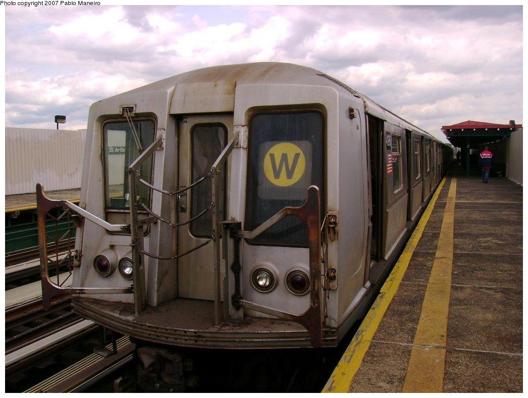 (169k, 1044x788)<br><b>Country:</b> United States<br><b>City:</b> New York<br><b>System:</b> New York City Transit<br><b>Line:</b> BMT Astoria Line<br><b>Location:</b> 39th/Beebe Aves. <br><b>Route:</b> W<br><b>Car:</b> R-40 (St. Louis, 1968)  4196 <br><b>Photo by:</b> Pablo Maneiro<br><b>Date:</b> 5/17/2007<br><b>Viewed (this week/total):</b> 1 / 1842