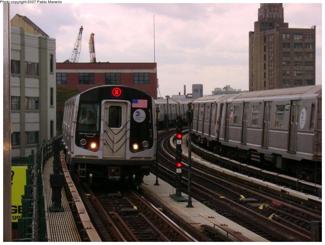 (164k, 1044x788)<br><b>Country:</b> United States<br><b>City:</b> New York<br><b>System:</b> New York City Transit<br><b>Line:</b> BMT Astoria Line<br><b>Location:</b> 39th/Beebe Aves. <br><b>Route:</b> N<br><b>Car:</b> R-160B (Kawasaki, 2005-2008)  8737 <br><b>Photo by:</b> Pablo Maneiro<br><b>Date:</b> 5/17/2007<br><b>Viewed (this week/total):</b> 0 / 3608