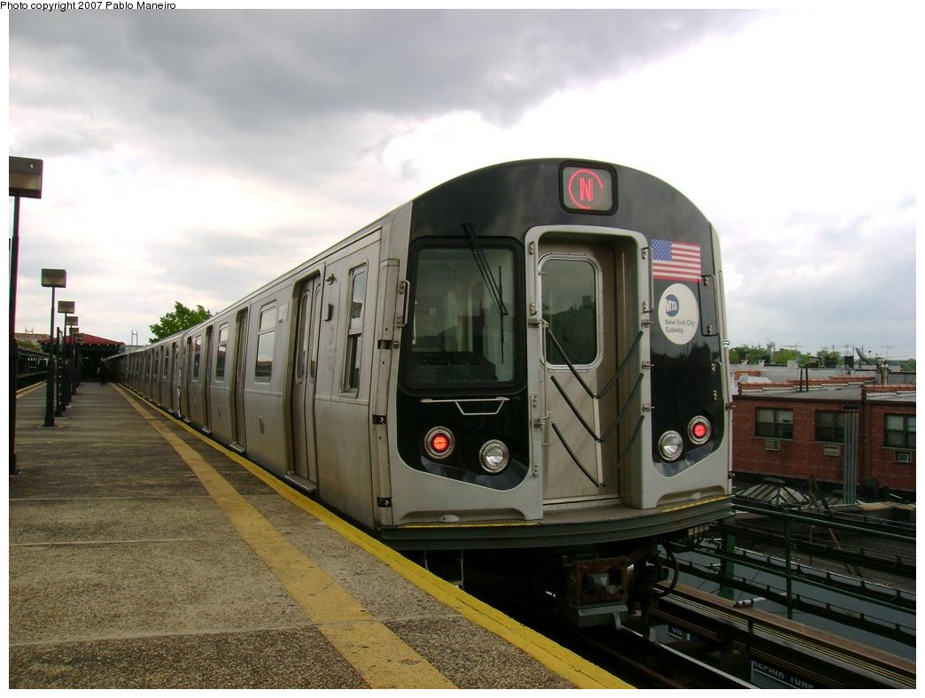 (165k, 1044x788)<br><b>Country:</b> United States<br><b>City:</b> New York<br><b>System:</b> New York City Transit<br><b>Line:</b> BMT Astoria Line<br><b>Location:</b> Astoria Boulevard/Hoyt Avenue <br><b>Route:</b> N<br><b>Car:</b> R-160B (Kawasaki, 2005-2008)  8717 <br><b>Photo by:</b> Pablo Maneiro<br><b>Date:</b> 5/17/2007<br><b>Viewed (this week/total):</b> 0 / 2523