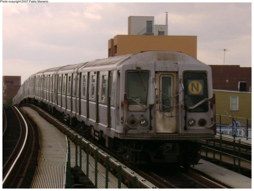 (138k, 1044x788)<br><b>Country:</b> United States<br><b>City:</b> New York<br><b>System:</b> New York City Transit<br><b>Line:</b> BMT Astoria Line<br><b>Location:</b> Astoria Boulevard/Hoyt Avenue <br><b>Route:</b> N<br><b>Car:</b> R-40 (St. Louis, 1968)   <br><b>Photo by:</b> Pablo Maneiro<br><b>Date:</b> 5/17/2007<br><b>Viewed (this week/total):</b> 1 / 1875