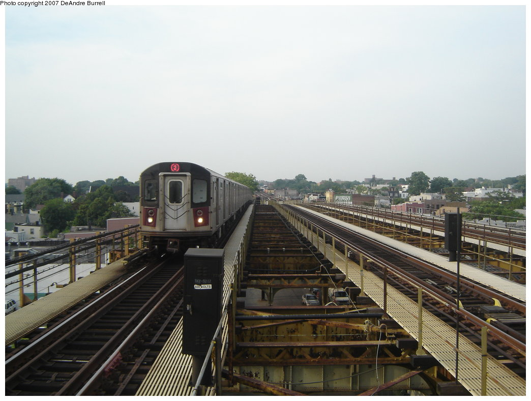 (166k, 1044x788)<br><b>Country:</b> United States<br><b>City:</b> New York<br><b>System:</b> New York City Transit<br><b>Line:</b> IRT White Plains Road Line<br><b>Location:</b> Gun Hill Road <br><b>Route:</b> 2<br><b>Car:</b> R-142 or R-142A (Number Unknown)  <br><b>Photo by:</b> DeAndre Burrell<br><b>Date:</b> 6/22/2006<br><b>Viewed (this week/total):</b> 2 / 2293
