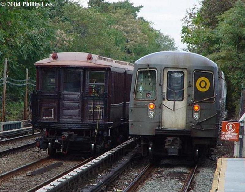 (117k, 800x626)<br><b>Country:</b> United States<br><b>City:</b> New York<br><b>System:</b> New York City Transit<br><b>Line:</b> BMT Brighton Line<br><b>Location:</b> Avenue U <br><b>Route:</b> 3202<br><b>Car:</b> BMT Elevated Gate Car 1404-1273-1407 <br><b>Photo by:</b> Phillip Lee<br><b>Date:</b> 10/24/2004<br><b>Viewed (this week/total):</b> 0 / 2841