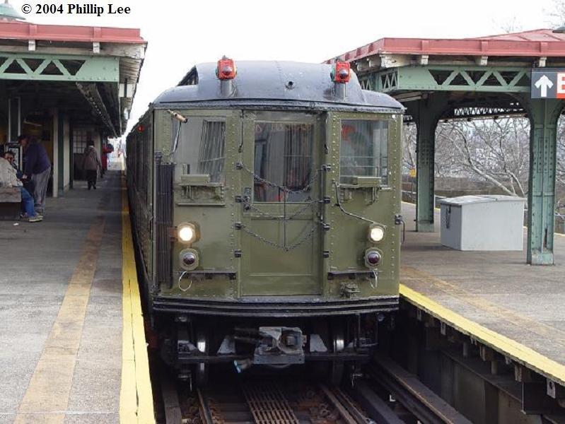 (84k, 799x600)<br><b>Country:</b> United States<br><b>City:</b> New York<br><b>System:</b> New York City Transit<br><b>Line:</b> IRT Pelham Line<br><b>Location:</b> East 177th Street/Parkchester <br><b>Route:</b> Fan Trip<br><b>Car:</b> Low-V (Museum Train)  <br><b>Photo by:</b> Phillip Lee<br><b>Date:</b> 12/19/2004<br><b>Viewed (this week/total):</b> 1 / 1566