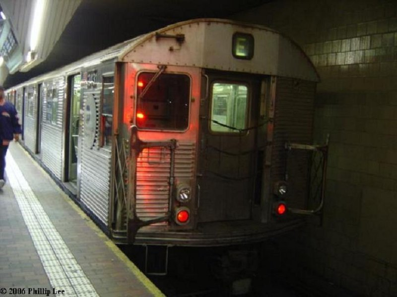 (70k, 800x600)<br><b>Country:</b> United States<br><b>City:</b> New York<br><b>System:</b> New York City Transit<br><b>Line:</b> IND Queens Boulevard Line<br><b>Location:</b> Jamaica Center/Parsons-Archer <br><b>Route:</b> E<br><b>Car:</b> R-32 (Budd, 1964)  3431 <br><b>Photo by:</b> Phillip Lee<br><b>Date:</b> 2/1/2006<br><b>Viewed (this week/total):</b> 3 / 2659