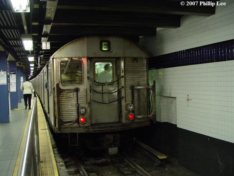 (79k, 794x596)<br><b>Country:</b> United States<br><b>City:</b> New York<br><b>System:</b> New York City Transit<br><b>Line:</b> IND 8th Avenue Line<br><b>Location:</b> Chambers Street/World Trade Center <br><b>Route:</b> E<br><b>Car:</b> R-32 (Budd, 1964)   <br><b>Photo by:</b> Phillip Lee<br><b>Date:</b> 5/8/2007<br><b>Viewed (this week/total):</b> 1 / 2091