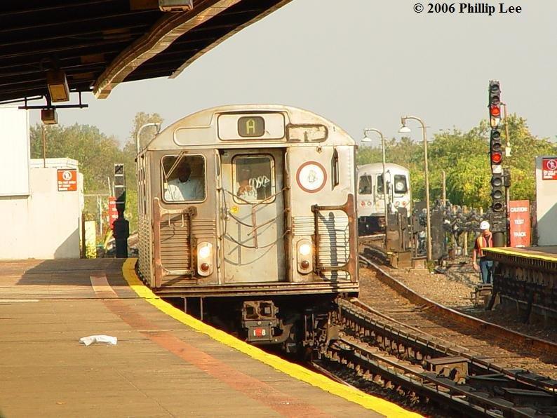 (105k, 794x596)<br><b>Country:</b> United States<br><b>City:</b> New York<br><b>System:</b> New York City Transit<br><b>Line:</b> IND Rockaway<br><b>Location:</b> Broad Channel <br><b>Route:</b> A<br><b>Car:</b> R-38 (St. Louis, 1966-1967)   <br><b>Photo by:</b> Phillip Lee<br><b>Date:</b> 10/4/2006<br><b>Viewed (this week/total):</b> 6 / 2506