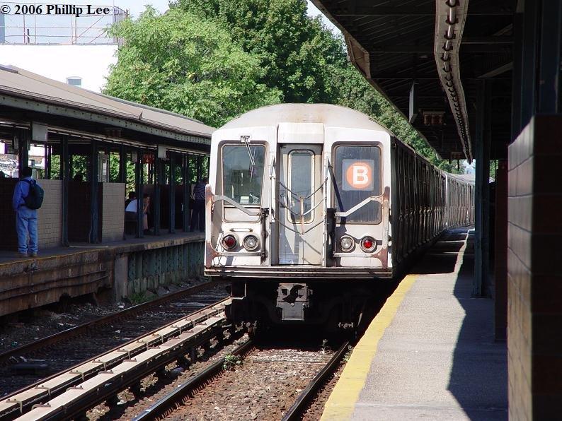 (127k, 794x596)<br><b>Country:</b> United States<br><b>City:</b> New York<br><b>System:</b> New York City Transit<br><b>Line:</b> BMT Brighton Line<br><b>Location:</b> Kings Highway <br><b>Route:</b> B<br><b>Car:</b> R-40 (St. Louis, 1968)   <br><b>Photo by:</b> Phillip Lee<br><b>Date:</b> 9/11/2006<br><b>Viewed (this week/total):</b> 0 / 1771