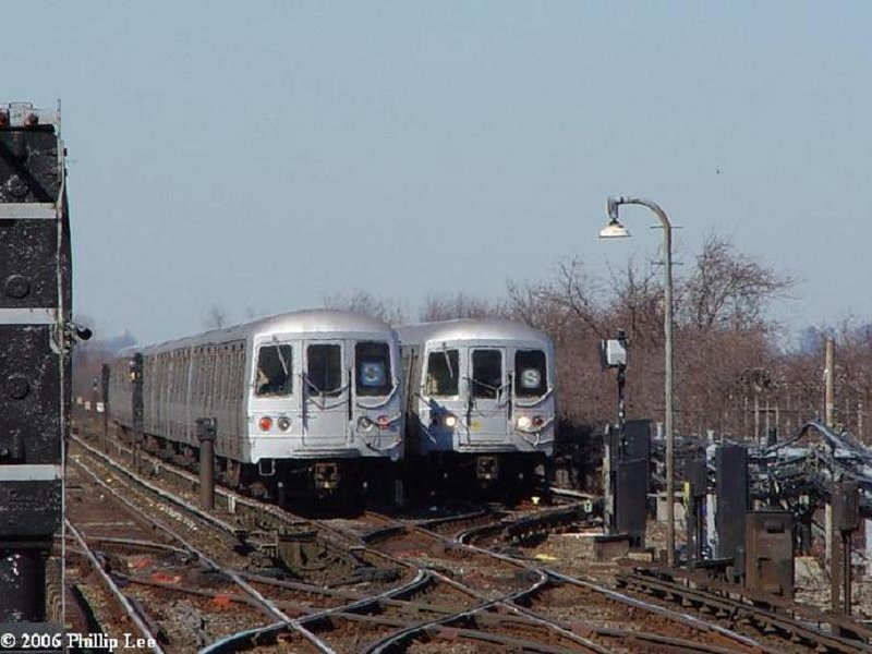 (86k, 800x600)<br><b>Country:</b> United States<br><b>City:</b> New York<br><b>System:</b> New York City Transit<br><b>Line:</b> IND Rockaway<br><b>Location:</b> Broad Channel <br><b>Route:</b> S<br><b>Car:</b> R-44 (St. Louis, 1971-73)  <br><b>Photo by:</b> Phillip Lee<br><b>Date:</b> 3/7/2006<br><b>Viewed (this week/total):</b> 0 / 2802