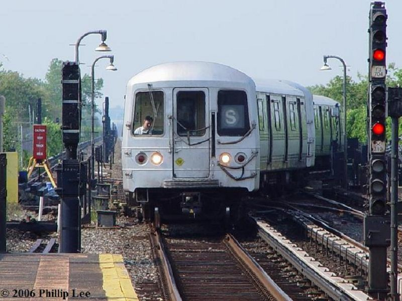 (104k, 800x600)<br><b>Country:</b> United States<br><b>City:</b> New York<br><b>System:</b> New York City Transit<br><b>Line:</b> IND Rockaway<br><b>Location:</b> Broad Channel <br><b>Route:</b> S<br><b>Car:</b> R-44 (St. Louis, 1971-73)  <br><b>Photo by:</b> Phillip Lee<br><b>Date:</b> 5/29/2006<br><b>Viewed (this week/total):</b> 5 / 2392